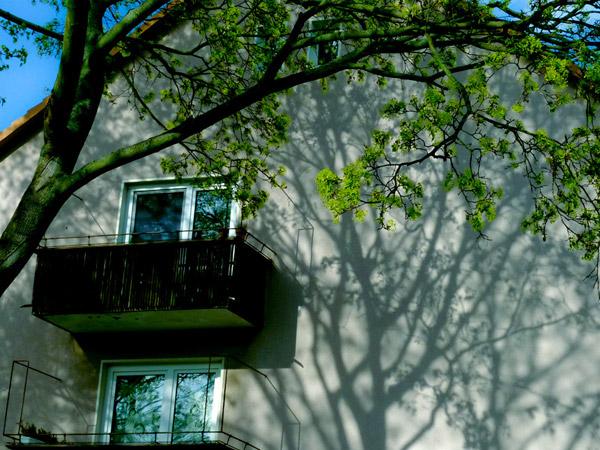 le journal du bureau balkon schatten. Black Bedroom Furniture Sets. Home Design Ideas
